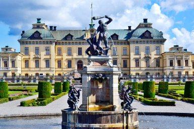 Fuente Hércules escultura jardines fachada Palacio Real Barroco Drottningholm Estocolmo Suecia