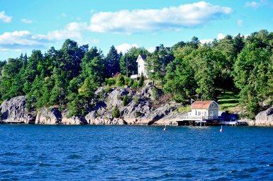 Vistas aguas archipiélago casas parque natural bosques Suecia Grinda