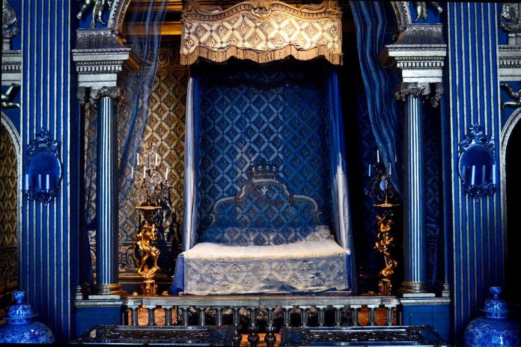 Habitación azul decoración barroca alcoba reina Hedvig Elconora Palacio Drottningholm Suecia