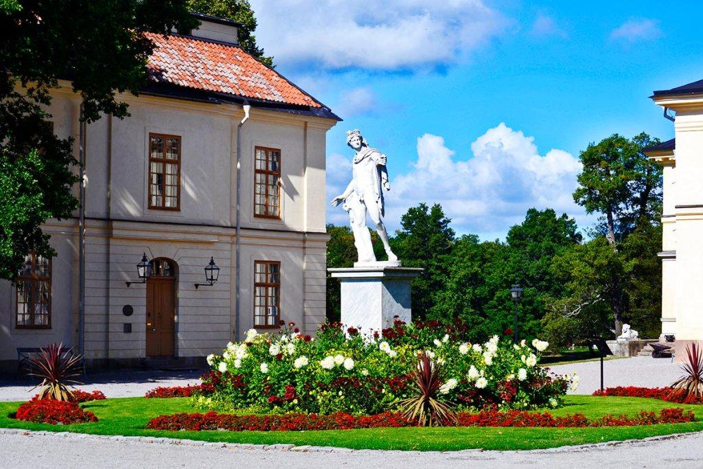 Escultura realeza jardín trasero palacio Drottningholm Estocolmo Suecia