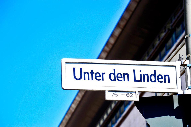 Placa calle Unter den Linden centro histórico