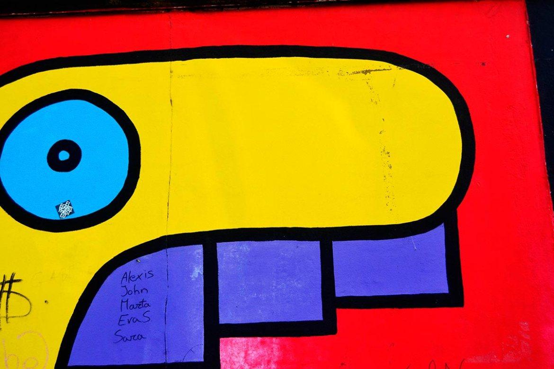Nos miramos al espejo del muro en los Rostros de Thierry Noir