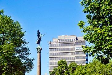 Columna escultura ángel pidiendo plaza Berlín Alemania