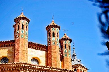 Torres mudéjares cielo pájaro mausoleo amantes Teruel