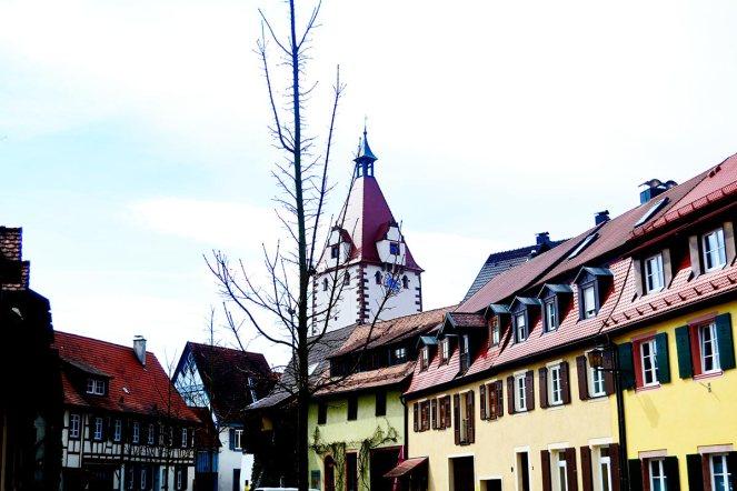 Panorámica viviendas torre reloj Gengenbach Selva Negra
