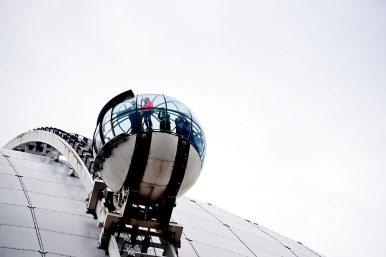 Cápsula Ericsson-Globe turistas cielo vistas Estocolmo Suecia
