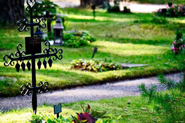 Tumbas lápidas jardines Skogskyrkogarden cementerio Patromono de la Humanidad Estocolmo