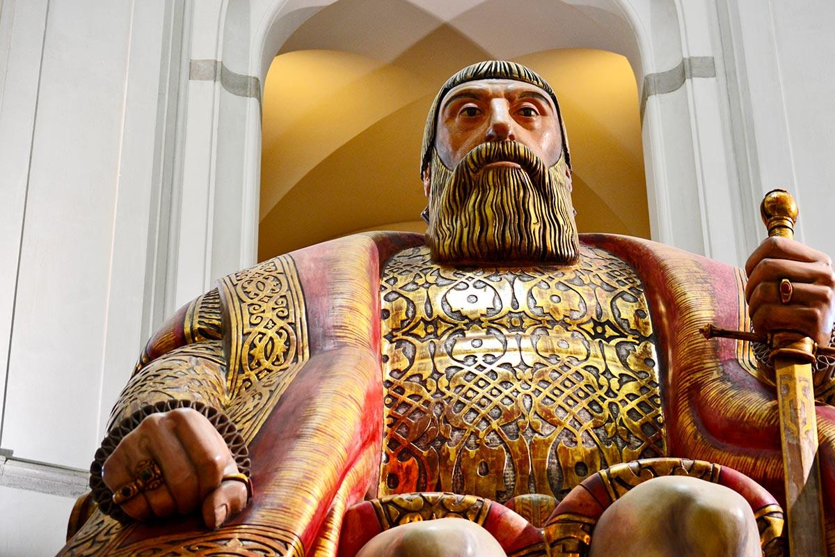 Escultura gigante Gustavo Vasa Carl Milles Nordiska museet Estocolmo