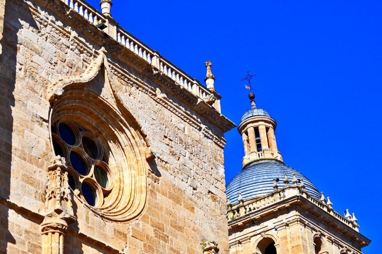 Rosetón fachada torre Catedral Santa Maria Ciudad Rodrigo