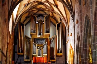 Gran órgano tubos interior iglesia centro Rottweil Alemania