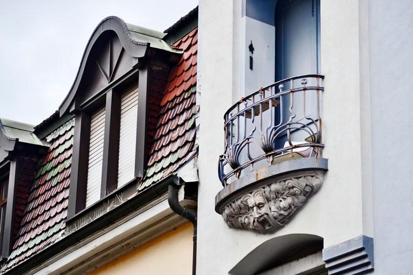 Balcón boca art decó barroco decoración ventanal fachada edificio Offenburg Selva Negra Alemania