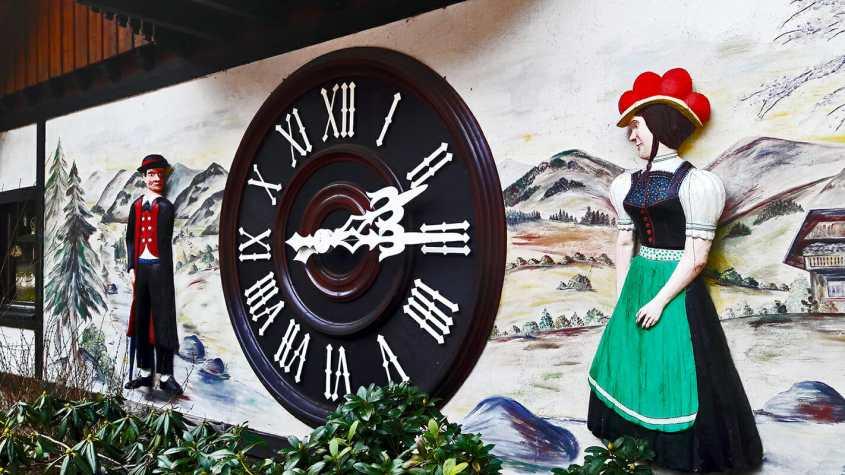 Reloj cuco Eble Uhren Park personajes Triberg Selva Negra Alemania
