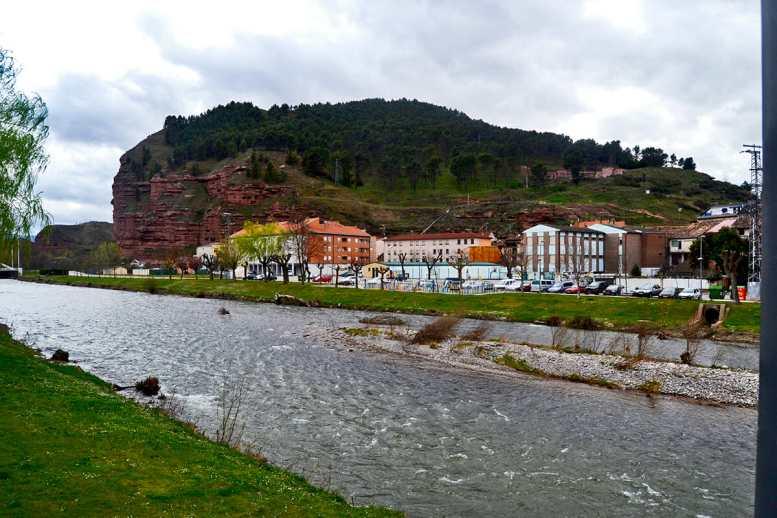 Panorámica río Najerilla cuevas habitables Nájera La Rioja