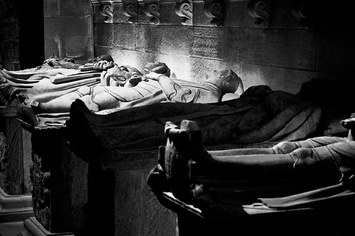 Panteón de los Reyes tumbas Basílica Santa María la Real Nájera blanco y negro