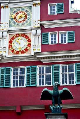 águila reloj renacentista fachada gótica Rathaus Esslingen Am Neckar Selva Negra Alemania
