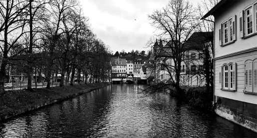 Panorámica río casas blanco y negro Esslingen Am Neckar Selva Negra Alemania