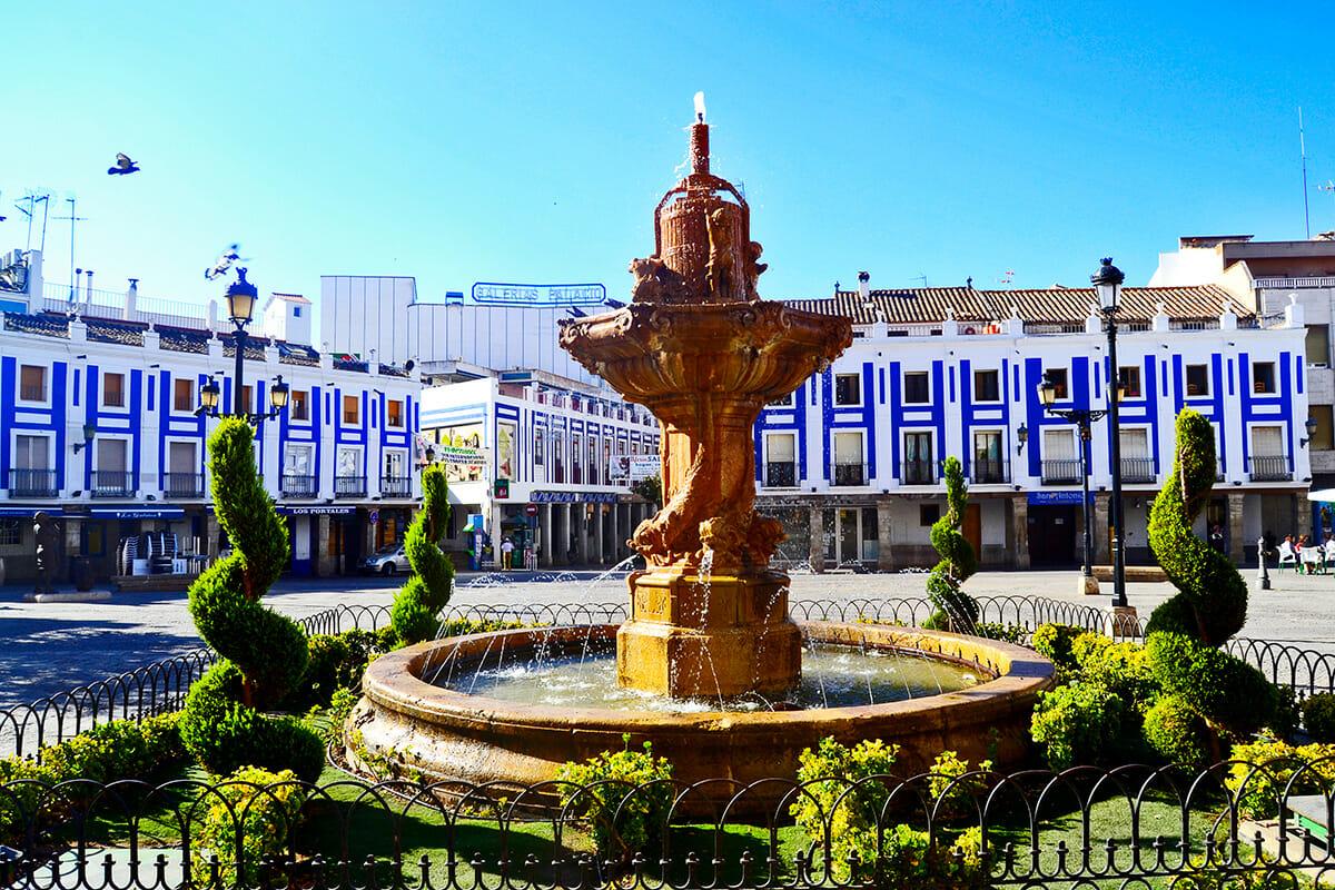 Fuente gótico tardío Plaza Mayor porticada Valdepeñas Castilla La Mancha