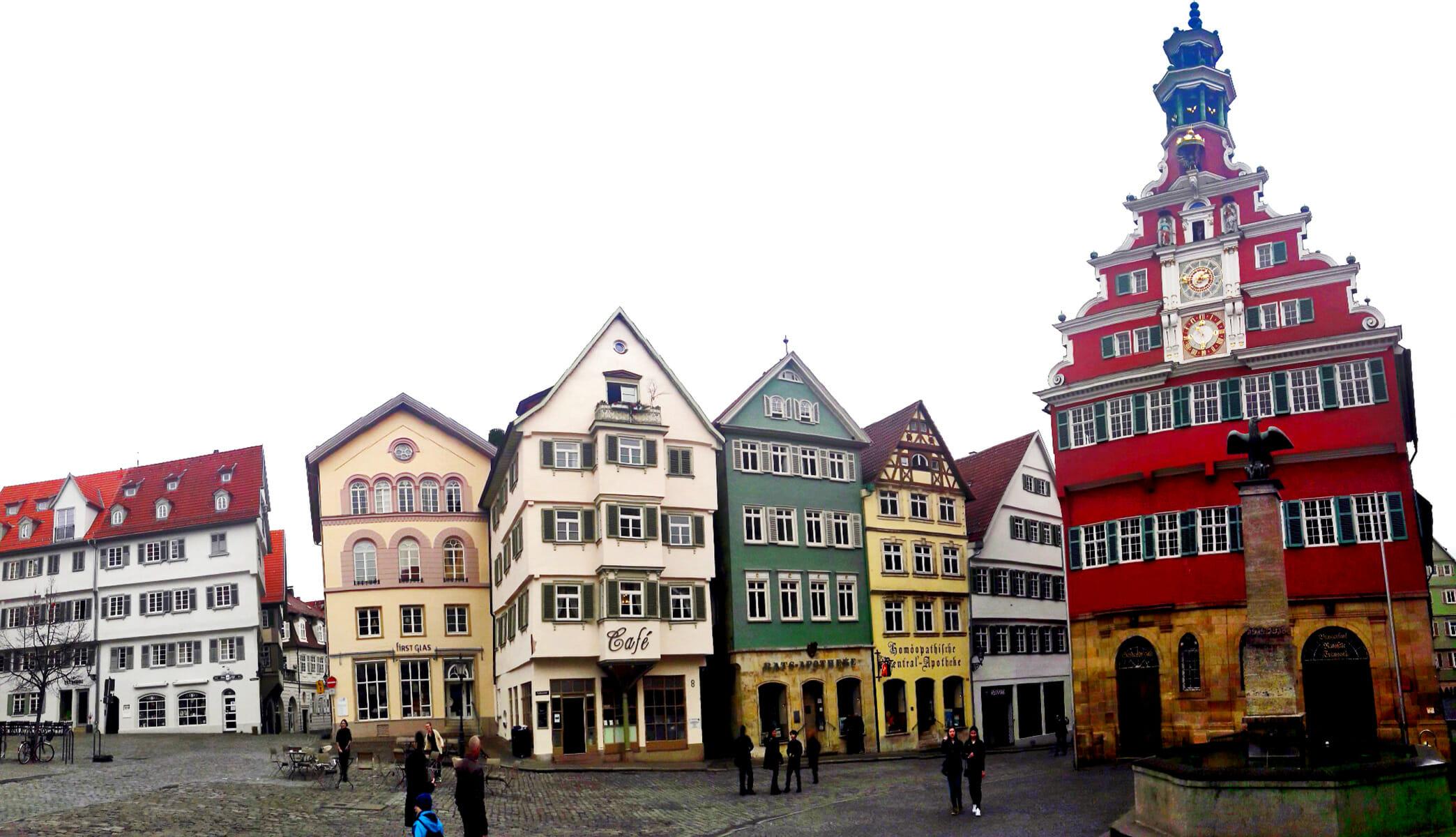 Panorámica fachadas viviendas barrocas plaza ayuntamiento Esslingen Am Neckar Alemania