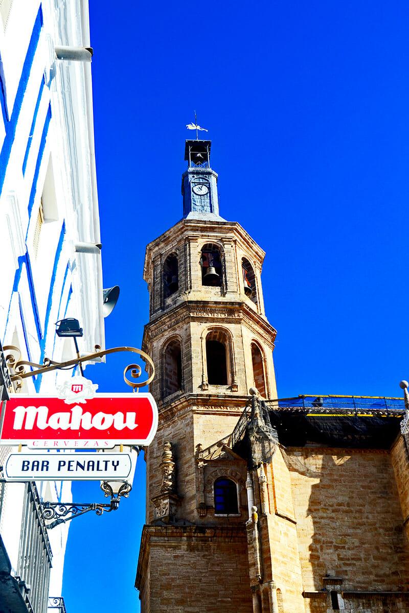 Bares soportales torre campanario Iglesia Nuestra Señora de la Asunción Valdepeñas