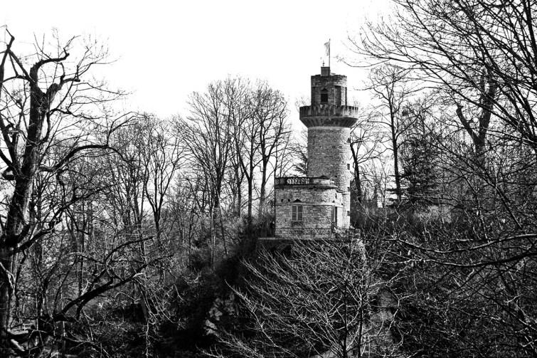 Panorámica Emichsburg cuento Rapunzel jardines Märchengarten Alemania blanco y negro