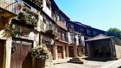 Panorámica plaza mayor Mogarraz Salamanca Sierra de Francia