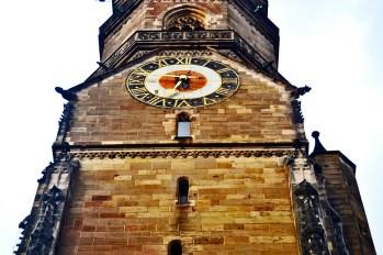 Torre reloj ladrillo detalle Iglesia Stiftskirche Stuttgart Alemania