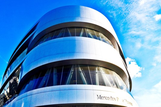 Fachada modernista Museo Mercedes Benz Stuttgart