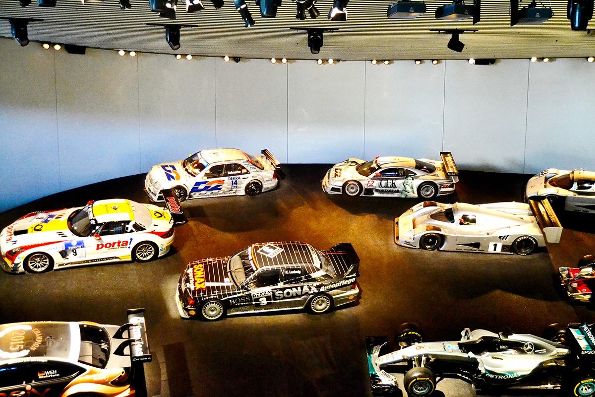 Exposición vehículos Museo Mercedes Benz Stuttgart