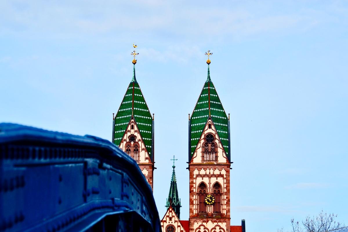 Puente torres Iglesia Sagrado Corazón de Jesús