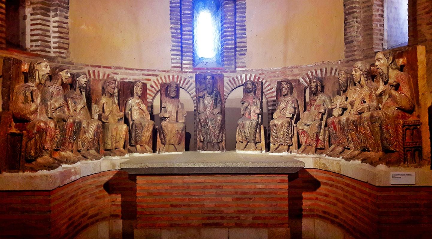 Retablo relieve apostolado Basílica de Santa Teresa