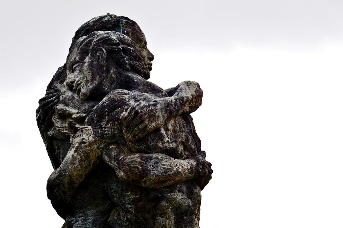 Monumento enamorados Antequera Málaga