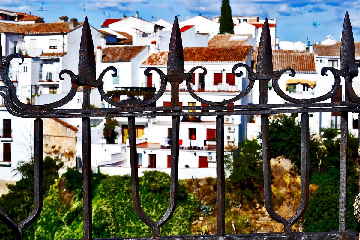 Balcón rejas casas blancas Ronda Málaga