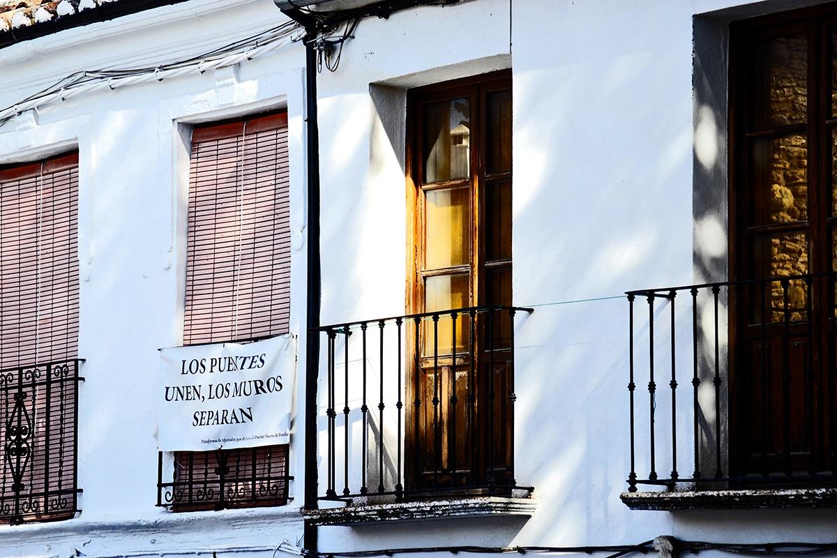 Pancarta reivindicativa puentes Ronda