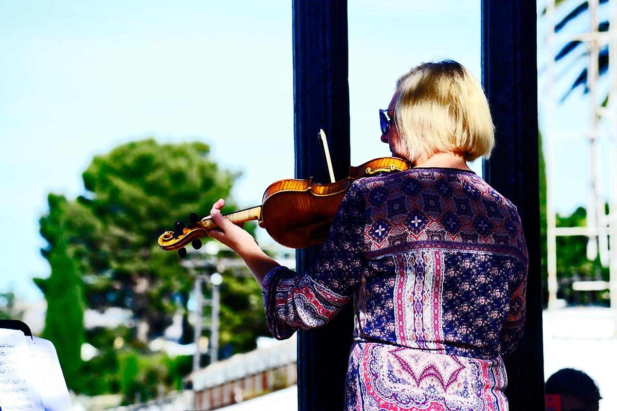 Mujer violín Ronda Málaga