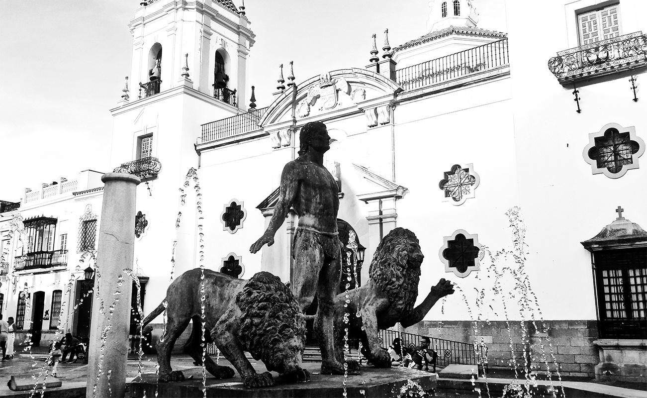 Detalle escultura Hércules leones Plaza Socorro Ronda