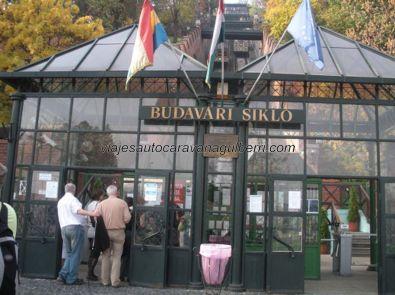 funicular para subir al Barrio del Castillo