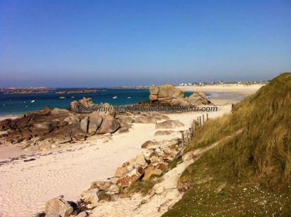 playas de arena blanca y aguas de intensos azules y verdes