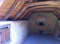 interior de vivienda típica, al fondo el horno, para cocinar y dar calor