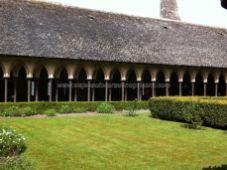 dobles columnas, no pareadas, en el claustro