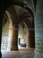 cripta de inabarcables columnas