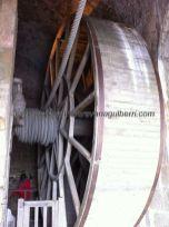 vista de la enorme rueda, con su enorme soga