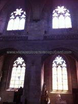 vidrieras en los anejos laterales de la nave central