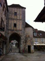 una de las puertas defensivas de entrada a la ciudad fortificada