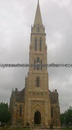 majestuosa torre de la Iglesia de Nôtre Dame