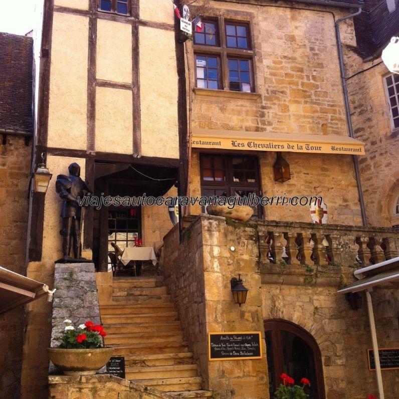 vista frontal del restaurante anterior