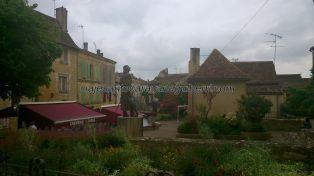 vista general de Place Pelissière, con Cyrano en primer término, acompañado de las terrazas de sus restaurantes