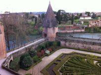 jardines del palacio junto al río Tarn