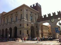 la Piazza Bra, centro neurálgico de Verona