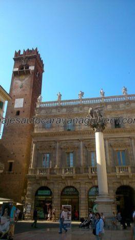 columna leonada lombarda en Piazza Erbe
