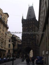 entramos en calle Celetná por la Torre de la Pólvora